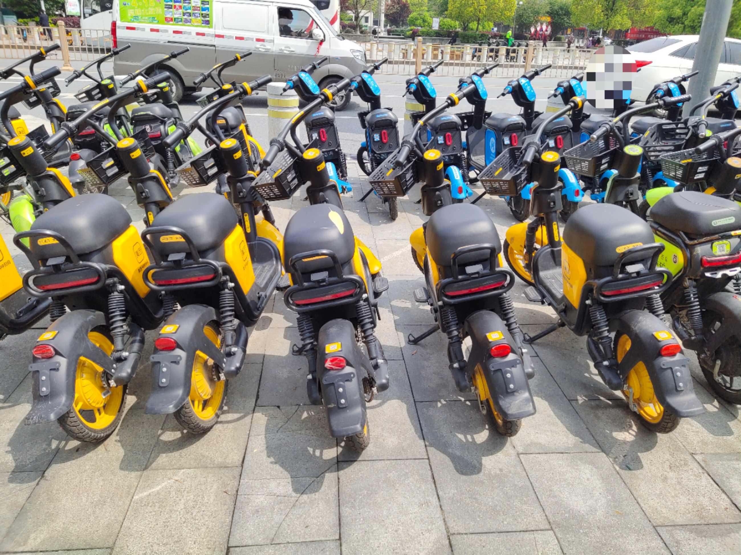 整齐!庐山市共享单车摆放逐渐回归文明