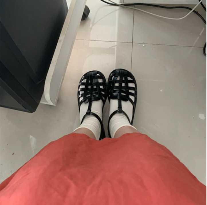 被公司领导说,凉鞋穿袜子真的很土!请问我该怎么回怼他?