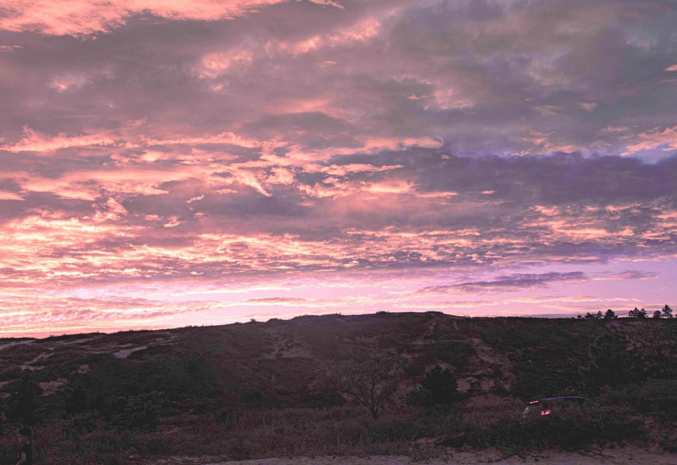 絕美畫面!粉色和金色的天空